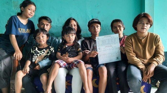 Viral pasangan muda punya 16 anak gara-gara 'keenakan' tak pakai KB, awalnya hanya mau punya 2 anak tapi...