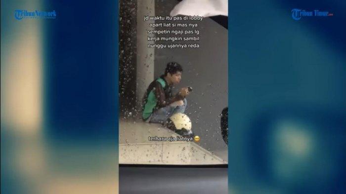 VIDEO Viral Pengemudi Ojol Terekam Sedang Membaca Al-Quran Saat Berteduh