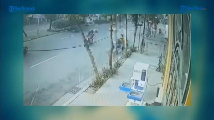 VIDEO: Pengendara Motor Tabrak Pejalan Kaki Saat Menyeberang di Zebra Cross