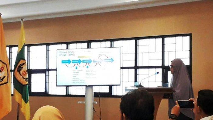 Terobosan Mentan SYL Perkuat Peran Penyuluh Terbukti Efektif Sesuai Riset Mahasiswa S3 Unpad Bandung - vivit-wardah-pada-sidang-promosi-program-doktor-bidang-ilmu-komunikasi-di-kampus-unpad.jpg