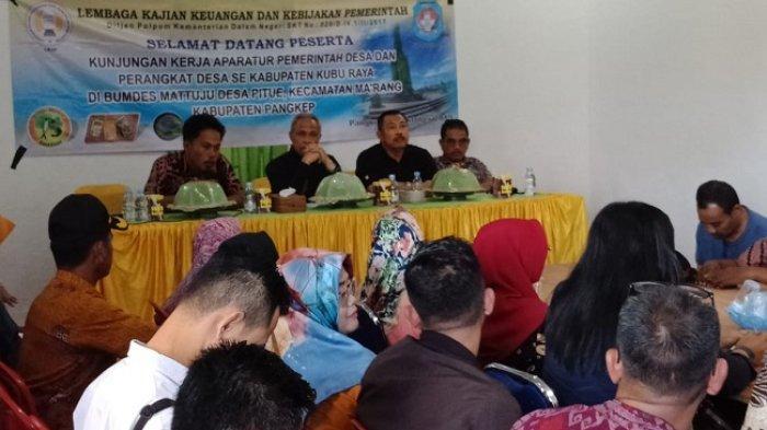 Wabup Pangkep Terima Kunker Puluhan Kades asal Kalbar di Desa Pitue - wabup-pangkep.jpg