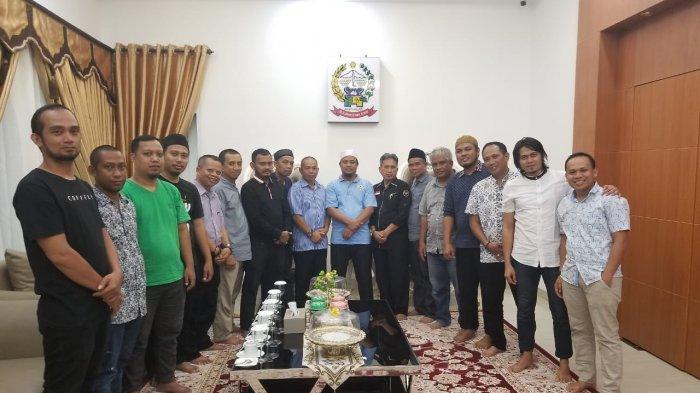 Wagub Andi Sudirman Sulaiman Reuni dan Buka Puasa Senin-Kamis dengan Teman SMP dari Bone