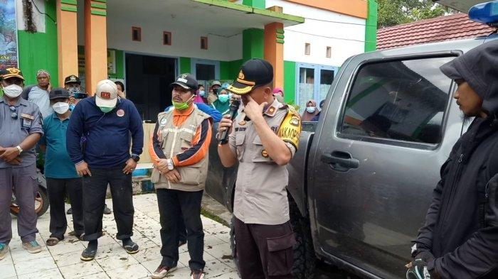 Tangis Wakapolres Mamasa Iringi Jenazah Briptu Imam Menuju Kampung Halaman