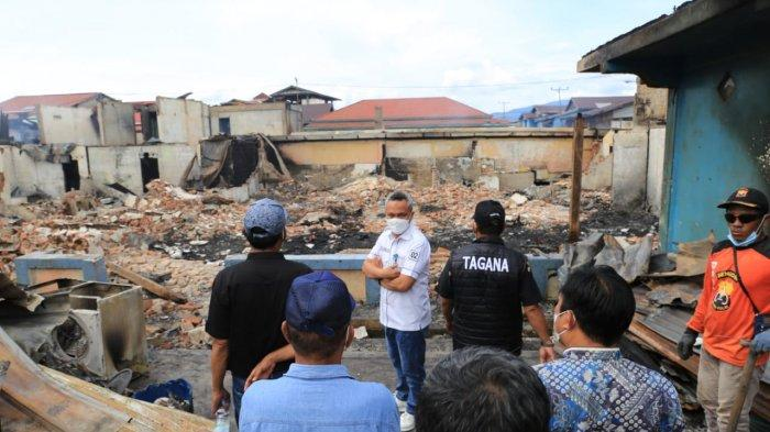 Wabup Luwu Timur Budiman Tinjau Lokasi Kebakaran Desa Nikkel dan Serahkan Bantuan