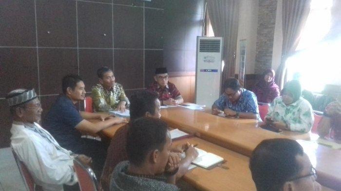 wakil-bupati-luwu-utara-muhammad-thahar-rum-memimpin-pertemuan-membahas-elpiji-3-kg.jpg