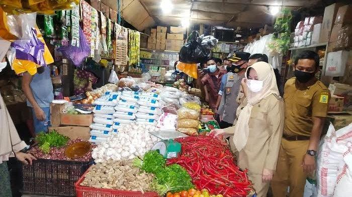 Di Pasar Sentral Sinjai, Harga Cabai Rawit Turun Jelang Iduladha