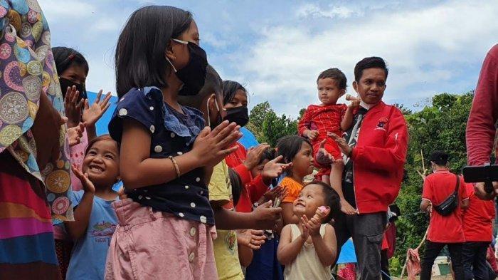 Wakil Ketua DPRD Sulbar Hibur Anak-anak Pengungsi Gempa