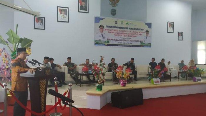 wakil-rektor-iv-uin-alauddin-makassar-dr-h-kamaluddin-abu-nawas-membawakan-hikmah-maulid.jpg