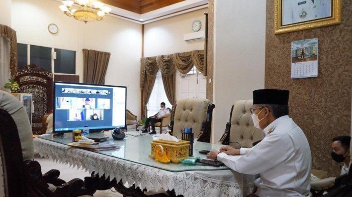 Taufan Pawe Serahkan Insentif Kepada RT, RW, Imam Masjid, hingga Bhabinkantibmas di 22 Kelurahan