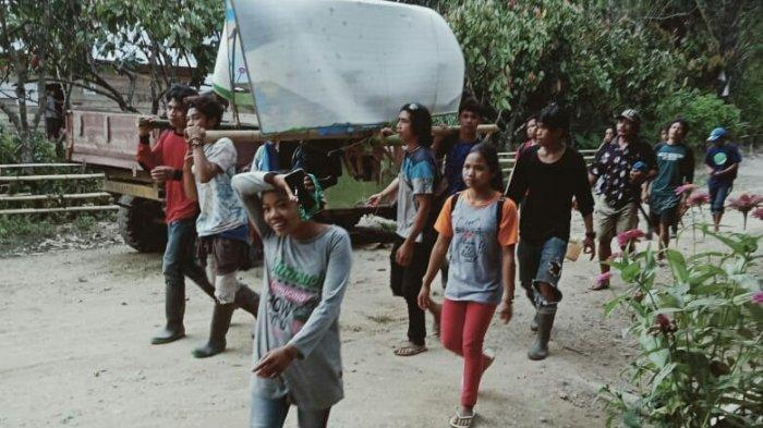 Penjelasan Camat dan Dokter Terkait Warga Rampi Luwu Utara Digotong 20 Km untuk Berobat