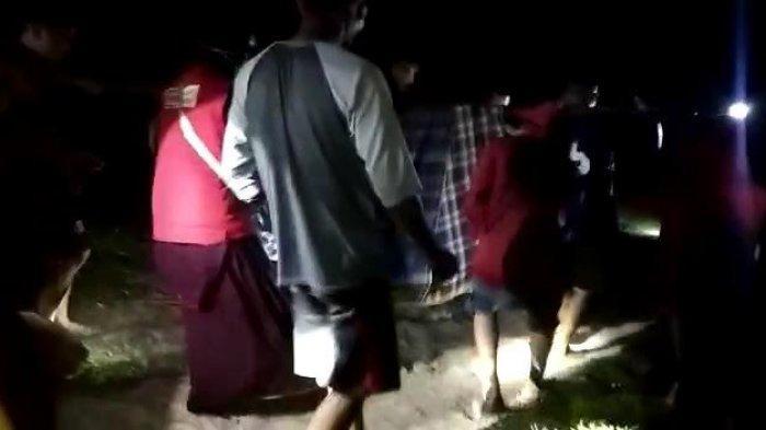 Jalan Rusak, Ibu Hamil Korban Gempa di Majene Ditandu Sejauh 2 KM