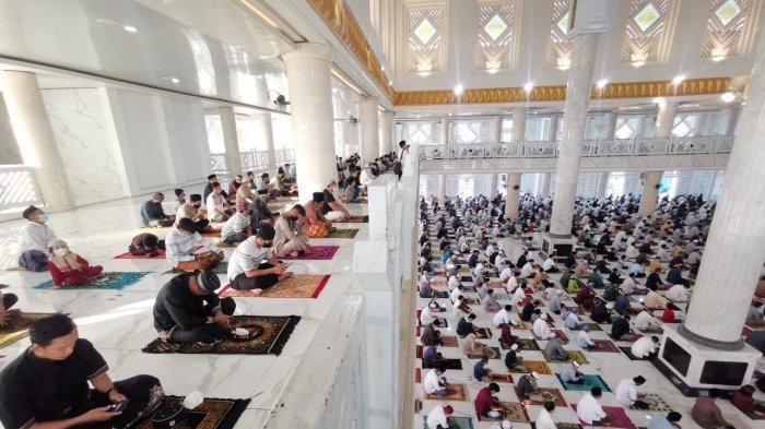 FOTO; Suasana Pelaksanaan Shalat Iduladha di Masjid Agung Syekh Yusuf Gowa - warga-kabupaten-gowa-menggelar-shalat-iduladha-di-masjid-agung-syekh-yusuf-gowa-2.jpg