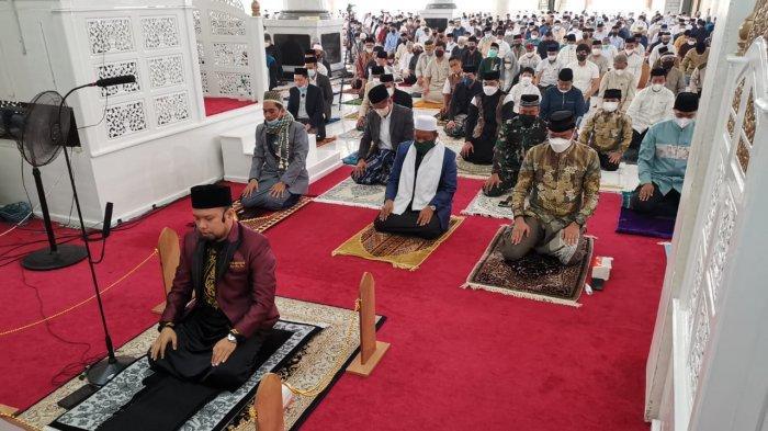FOTO; Suasana Pelaksanaan Shalat Iduladha di Masjid Agung Syekh Yusuf Gowa - warga-kabupaten-gowa-menggelar-shalat-iduladha-di-masjid-agung-syekh-yusuf-gowa-4.jpg