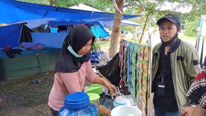 Bertahan Hidup di Tenda Pengungsian Gempa Sulbar, Warga Mamuju Pilih Jual Pop Ice