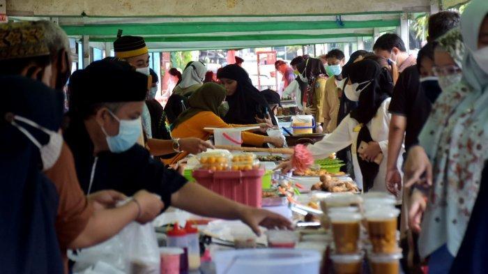 Pedagang di Jl Mappanyukki Ini Raih Omzet Rp1 jutaan per Hari dari Hasil Jualan Takjil