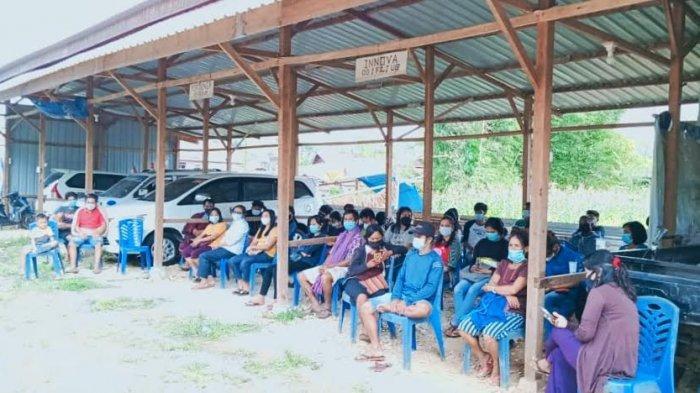 Anggota DPRD Toraja Utara 'Hibahkan' Halaman Rumah Jadi Lokasi Vaksinasi Covid-19