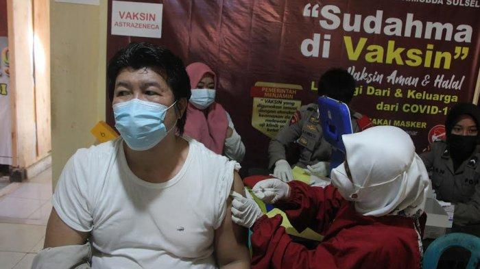 FOTO DRONE; Brimob Polda Sulsel Gelar Vaksin Massal - warga-mengikuti-vaksinasi-covid-19-secara-massal-dan-gratis-di-mako-batalyon-a-4.jpg
