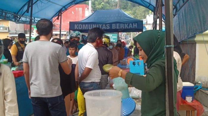 Umat Kristiani Berburu Takjil di Pasar Ramadan Masjid Agung Mamasa