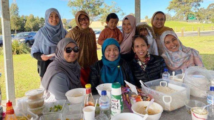 Warga Sulawesi Selatan dan Sulawesi Barat yang terhimpun dalam KKSS Sydney melaksanakan halalbihalal di Kawasan New South Wales, Australia, Sabtu (22/5/2021).