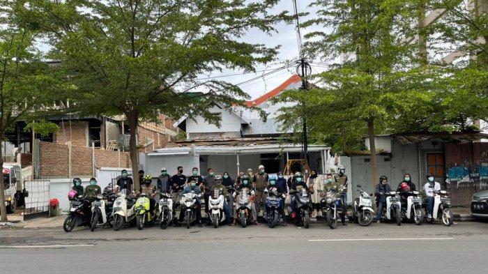 Bareng Komunitas Motor, Warung Sedekah Makassar Bagikan 450 Porsi Makanan