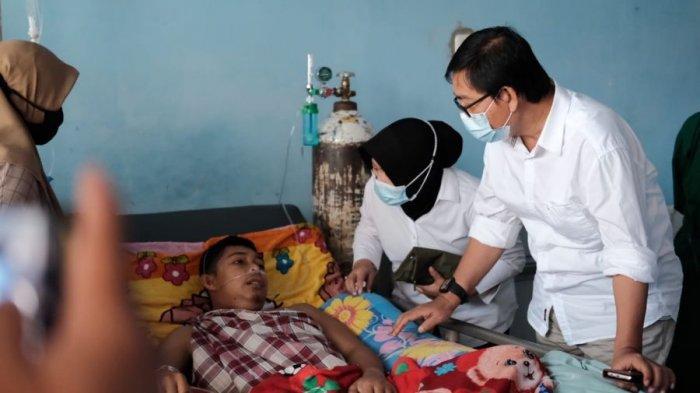 Wakil Bupati Luwu Utara Suaib Mansur Besuk Penderita Gagal Ginjal di RSUD Andi Djemma