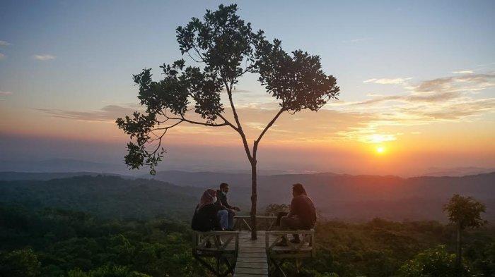 Menikmati Sunset di Atas Bulu Tombolo, Dijamin Betah Berlama-lama