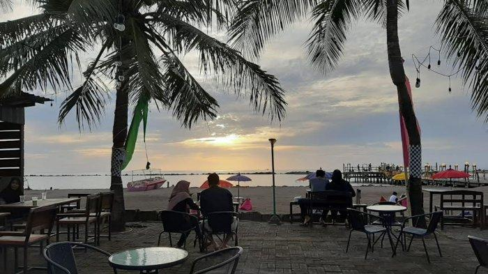 Wisata Kuliner di Pantai Akkarena, Kafe Kekinian, Makanan Tradisional hingga Western Food