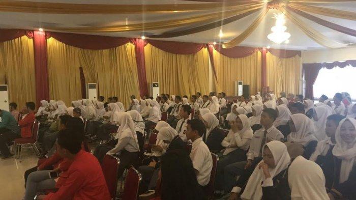 Workshop Kreatif Mahasiswa KKN Unhas Ajari 200 Pelajar Bantaeng Materi Ini