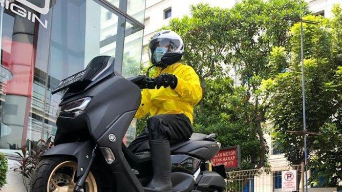Yamaha Riding Academy (YRA) berbagi tips berkendara sepeda motor saat hujan