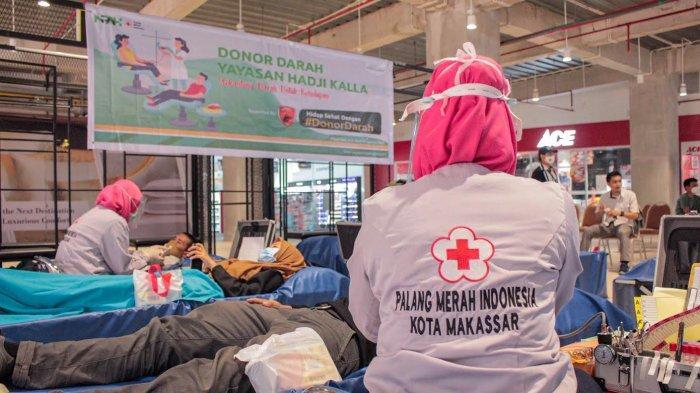 FOTO: Yayasan Hadji Kalla Gelar Donor Darah di Nipah Mall, Target 100 Kantong - yayasan-hadji-kalla-menggelar-donor-darah-di-nipah-mall-2.jpg