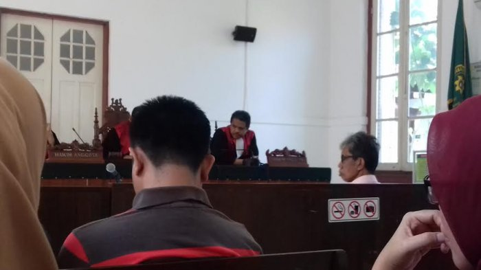 Didakwa Bayarkan Gaji PNS Koruptor, Hakim Bebaskan Sekda Sinjai