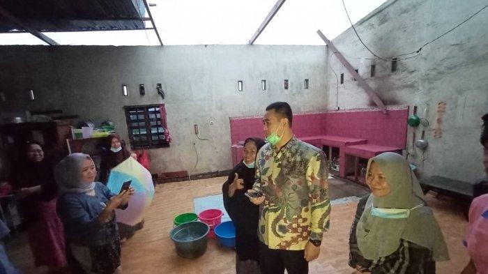 Bupati Pangkep Tinjau Bencana Puting Beliung, Ibu-Ibu Justru Selfie dan Foto Bareng