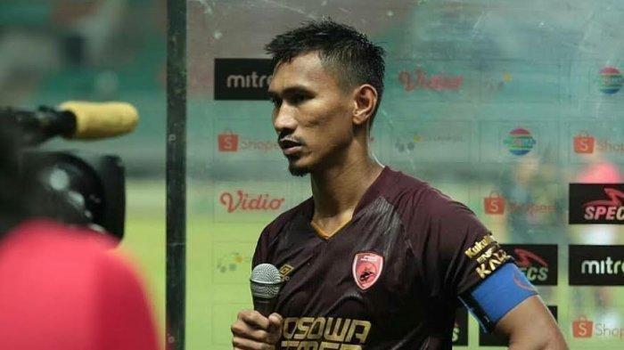 Zulkifli Syukur saat melakukan sesi wawancara dengan salah satu televisi nasional usai PSM menahan imbang 0-0 PS Tira Persikabo pada pekan ketiga Liga 1 2019 di Stadion Pakansari Bogor Jawa Barat, 29 Mei lalu.