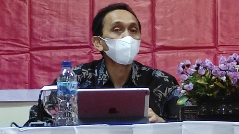 direktur-pengawasan-lembaga-jasa-keuangan-ojk-regional-6-sulampua-patahuddin.jpg