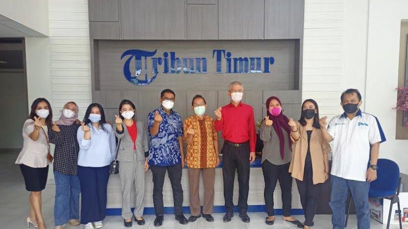foto-bersama-manajemen-tribun-timur-dan-gmtd-di-kantor-tribun-timur-hari-ini-senin-2062021.jpg
