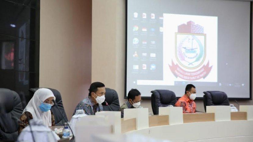 prof-rudy-djamaluddin-saat-melakukan-rapat-kordinasi-bersama-seluruh-opd-kota-makassar.jpg
