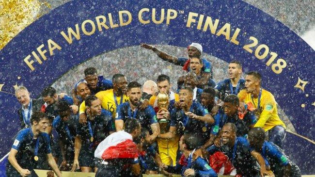 selebrasi-timnas-prancis-ketika-berhasil-menyabet-gelar-juara_20180716_014505.jpg