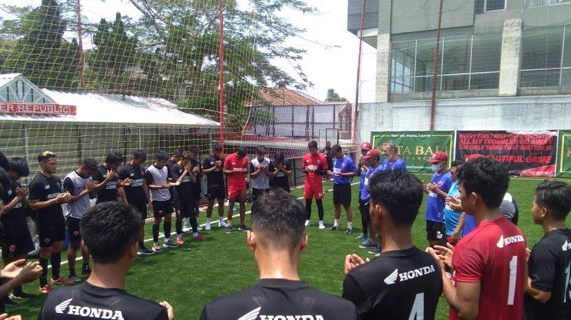skuad-psm-makassar-latihan-di-lapangan-mini-soccer-republic-2092021.jpg
