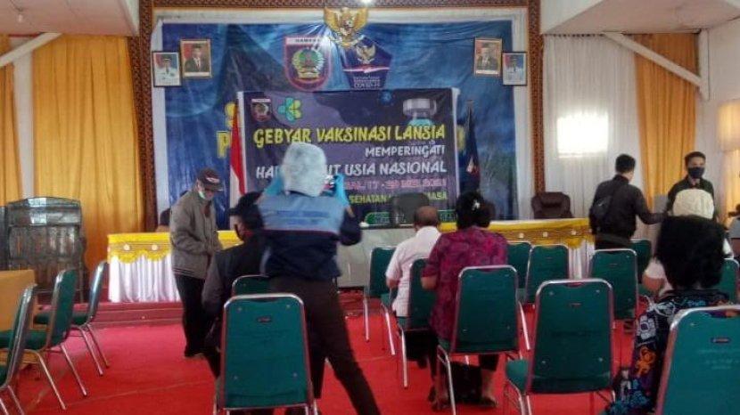 vaksinasi-lanjut-usia-lansia-di-kabupaten-mamasa-29.jpg