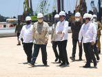 airlangga-hartarto-mendampingi-presiden-joko-widodo-groundbreaking-pembangunan-smelter.jpg