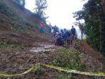 akses-jalan-poros-desa-bontokatute-kecamatan-sinjai-borong-tertutup-tanah-longsor.jpg