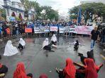 aksi-teaterikal-warnai-unjuk-rasa-sumpah-pemuda-di-depan-kampus-universitas-muhammadiyah.jpg