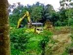 aktivitas-tambang-ilegal-di-sekitaran-sungai-sewo-kabupaten-soppeng.jpg