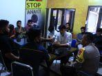 aliansi-mahasiswa-palopo-mengunjungi-mapolres-palopo-jl-opu-to-sappaile.jpg