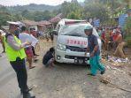ambulans-terbalik-di-desa-babang-kecamatan-larompong-selatan.jpg