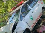 ambulans-yang-terlibat-kecelakaan-di-jalan-trans-sulawesi-larompong.jpg