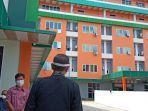 amran-mahmud-saat-mengunjungi-rumah-sakit-hikmah-citra-medika-kamis-712021.jpg