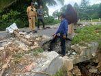 anggota-dprd-luwu-timur-i-made-sariana-menemukan-proyek-miliaran-rupiah-rusak.jpg