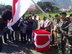 anggota-kkb-opm-cium-bendera-merah-putih.jpg