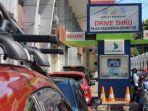 antre-membayar-pajak-kendaraan-di-samsat-drive-thru-pettarani.jpg